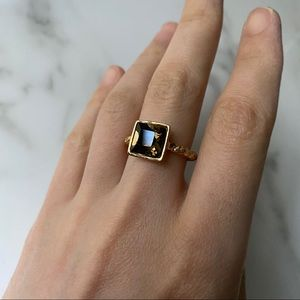 Taupe stone gold ring